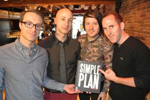 Simple Plan publie le livre à Herby.TV