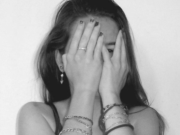 Tu crois que je vais mal, que je ne dors plus, tu voudrais sécher mes larmes mais il y a bien longtemps que je ne pleure plus.