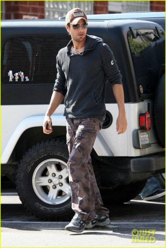 Enrique a adopté un chien le 28 avril à Los Angeles
