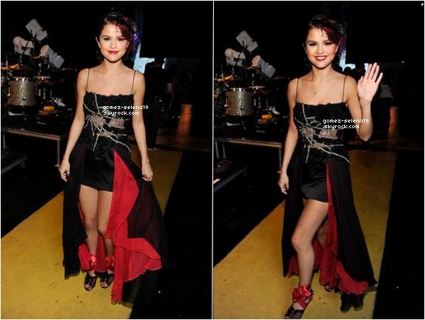 7/8/2011: Selena aux Teen Choice Awards 2011 ! ______________________Qu'en penses-tu ? Tu aimes ?