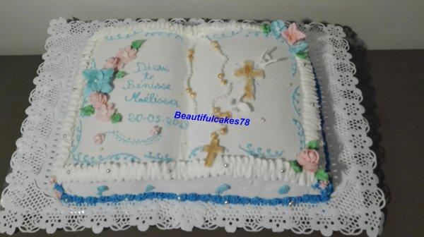 Gâteau en forme de bible pour une communion