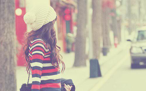 """"""" Ne pleurez pas votre passé car il s'est enfui à jamais. Ne craignez pas votre avenir car il n'existe pas encore. Vivez votre présent et rendez le magnifique pour vous en souvenir à jamais"""""""