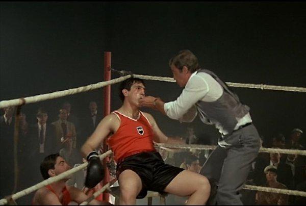 jo cavalier (jean paul belmondo) et ses boxeur