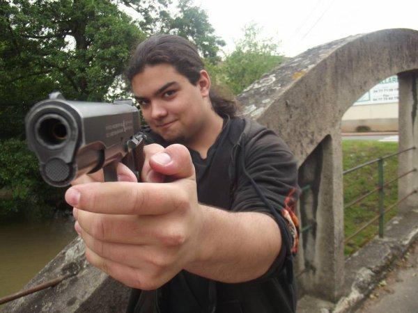 Soumet toi ou je te tue :3