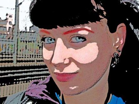 Elfie, 26 ans, créatrice de bijoux et d'objets en argile
