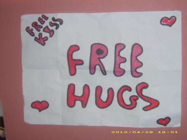 FREE HUGS   FREE KISSS