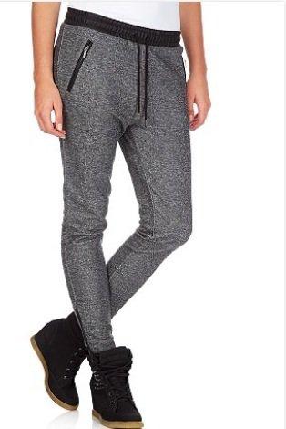 Est-ce que vous aimez bien ce pantalon avec des Victoria noir ?