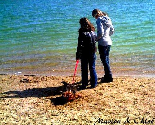 moi , chloé et soleil au bord du lac