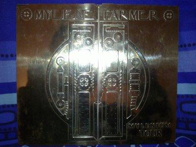 Alors sur ce blog je vais mettre un peu de ma collection de Mylene : la c'est le cd collector Mylénium tour!!!