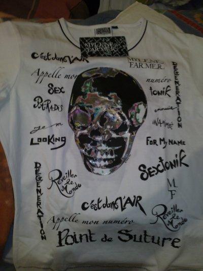 Voici avec un des tee shirt de la tournée 2009 !!