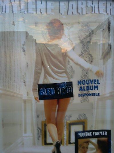 """Voici une des affiche de son nouvel album """"bleu noir"""" ( je l'ai vu a la gare de Tours)"""