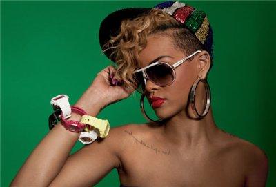 Rihanna ( L)