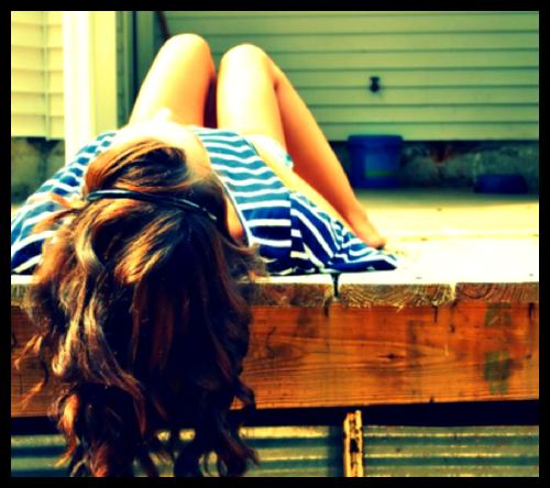 J'ai toujours eu besoin de me retrouver seule. Je n'ai jamais imaginé avoir besoin de toi quand je pleure, Les jours semblent être des années depuis que je suis seule. Je ne me suis jamais sentie comme ça avant, Tout ce que je fais me fait penser à toi. Je n'ai pas ramassé les vêtements que t'as laissés par terre. Et ils portent ton odeur J'aime ces choses qui me rappellent toi. Je veux t'enfermer dans mon placard quand il n'y a personne Je veux mettre ta main dans ma poche, car tu y es autorisé Je veux t'emmener dans un coin et t'embrasser sans bruits Je veux rester comme ça pour toujours et je le dirai bien fort, Tu m'excites tellement Que j'ai envie de céder Tu es si ridicule Je peux à peine m'arrêter J'ai du mal à respirer Tu me donnes envie de crier