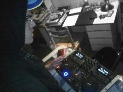Le DJ en pleine action ! ^^