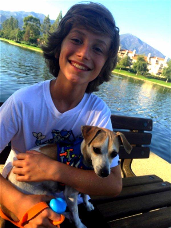 Steele Stebbins et son chien sont inséparable (2/4)