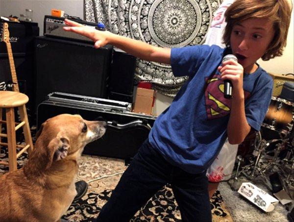Steele Stebbins et son chien sont inséparable (4/4)
