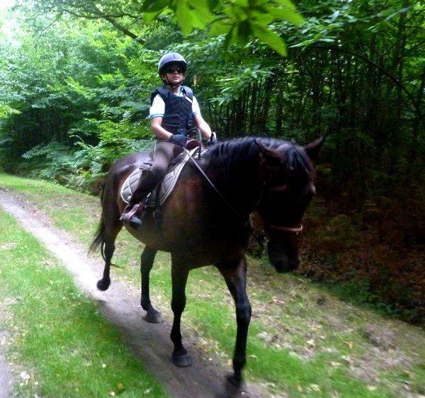 Célestin Chapelain fait de l'équitation