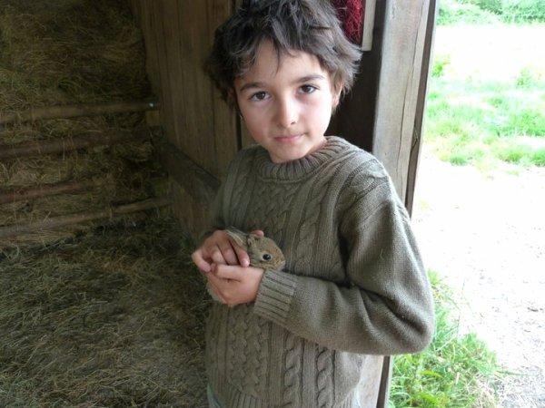Célestin Chapelain et son lapin (1/2)
