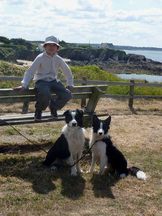 Célestin Chapelain avec deux beaux chiens