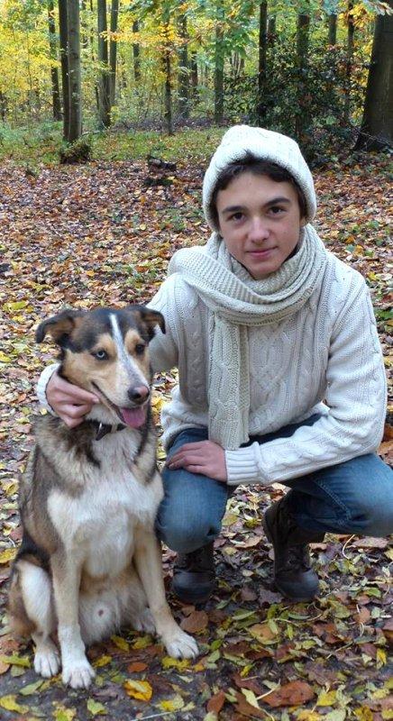 Célestin Chapelain avec son petit dernier chien (1/5)