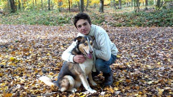 Célestin Chapelain avec son petit dernier chien (3/5)