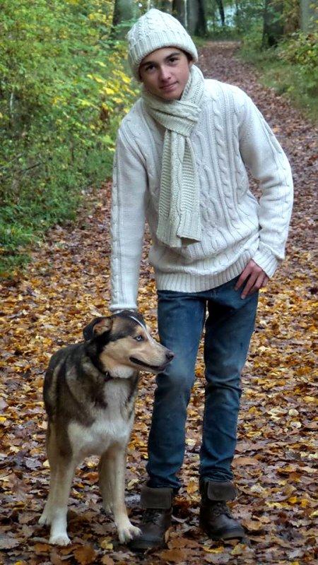 Célestin Chapelain avec son petit dernier chien (4/5)
