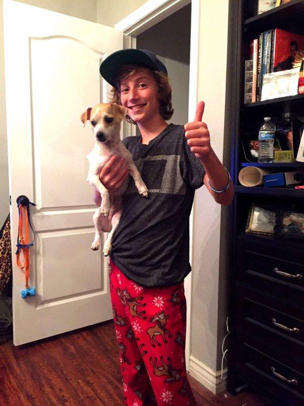 Steele Stebbins avec son chien (2/3)