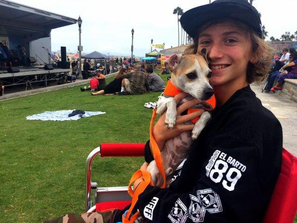 Steele Stebbins avec son chien (3/3)