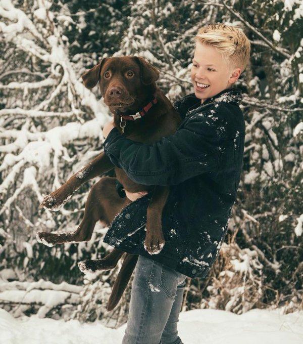 Carson Lueders et son chien (4/9)