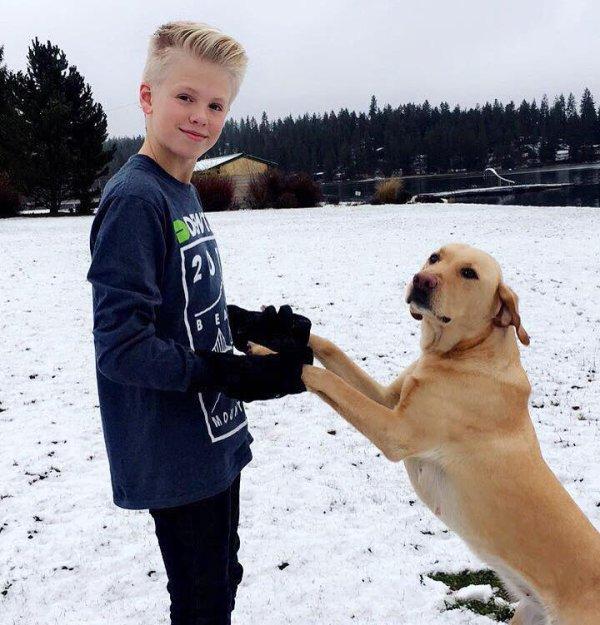 Carson Lueders et son chien (7/9)