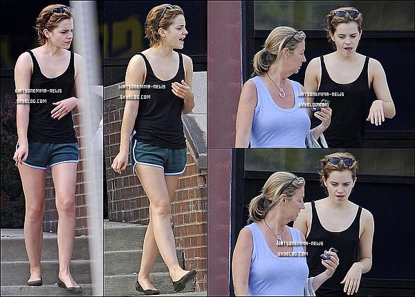 . 27/05/11 : Emma a été photographiée, fatiguée, avec son agent quittant un centre de spa à Pittsburg! Elle porte une tenue de sport on va dire, donc je ne juge pas. Mais en tous cas j'aime beaucoup les grimaces qu'elle peut faire! .