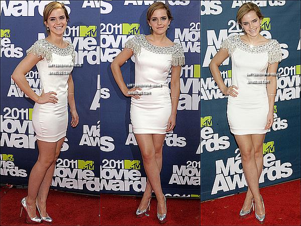 .  Toutes les news des MTV Movies Awards de Emma !   .   Emma était présente aux MTV Movies Awards pour présenter un Sneak Peek pour la 2eme partie d'Harry Potter et les Reliques de la Mort, que vous pouvez voir sur ce lien. Je trouve qu'elle était magnifique, cette robe lui va vraiment a merveille, et elle a bien mis en valeur ses cheveux ! Elle s'est ensuite rendue a l'after partie de cette même soirée, habillée d'une toute autre robe. Elle a posée avec notamment Cameron Diaz.  .