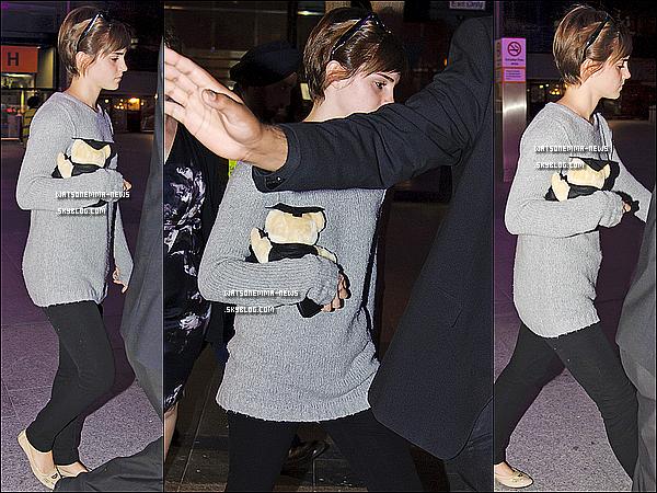 . 29/06/11 : Emma est de retour a Londres ! En effet elle a été aperçue à l'aéroport d'Heathrow. La promotion des Reliques de la Mort Partie 2 va bientôt commencer !  .