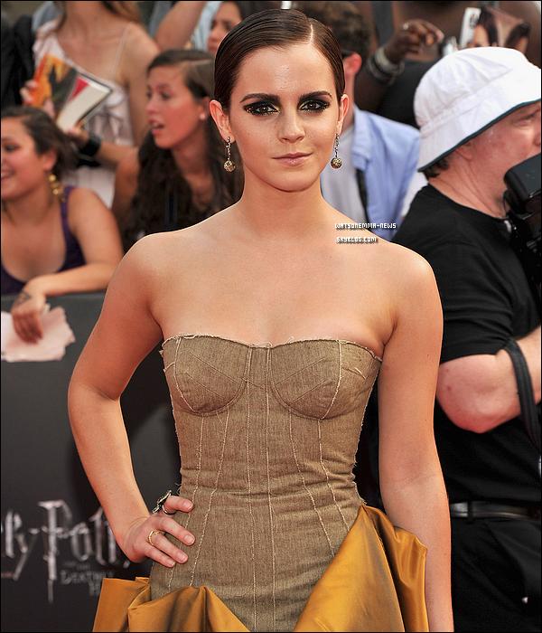 .  Emma, confirmée pour jouer Belle dans 'Beauty And The Beast' de Guillermo del Toro !  .