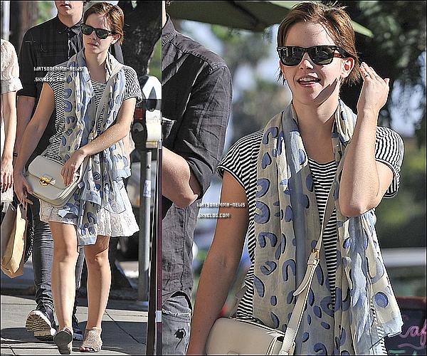 . 30/07/11 : Emma a été vue quittant le café Los Felize, toujours à Santa Monica. Top !.