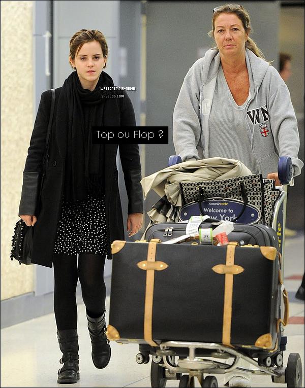 """. 20/09/11 : Emma à """" Heathrow Airport """", puis arrivant à celle de New York, l'aéroport '' JFK '' En effet, Emma est de retour à New York, probablement car son film 'My Week With Marilyn' sera présenté à un festival !   ."""