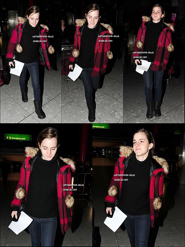 .  07/01 : Emma a été vue à l'aéroport d'Heathrow  où elle a été photographiée par des paparazzis!  Deux sorties de Emma en peu de temps! Nous ne savons pas encore sa destination pour l'instant... Un top ou flop pour vous?  .