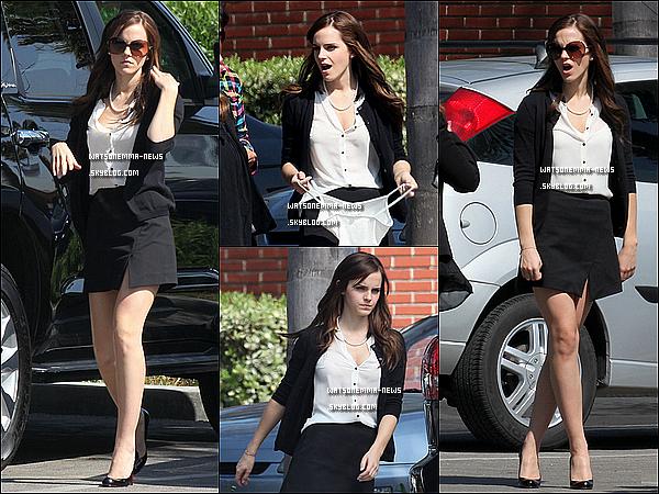 . 09/04/12 : Emma a été vue avec ses co-stars sur le tournage de 'The Bling Ring', le lundi de Paques! Sa meilleure amie, Sophie Sumner, était présente également! En tous cas j'aime bien la tenue d'Emma, elle est très belle! .