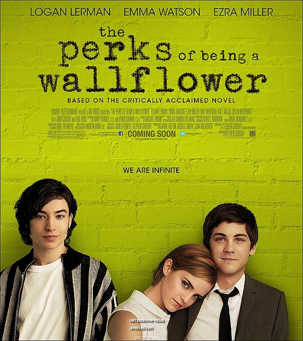 """. La 1ère affiche officielle du film d'Emma, ''The Perks of Being a Wallflower"""", vient d'être dévoilée! + Voici également trois nouveaux stills de ce film! Nous sentons bien que la promotion de TPBW est en train de commencer!  ."""