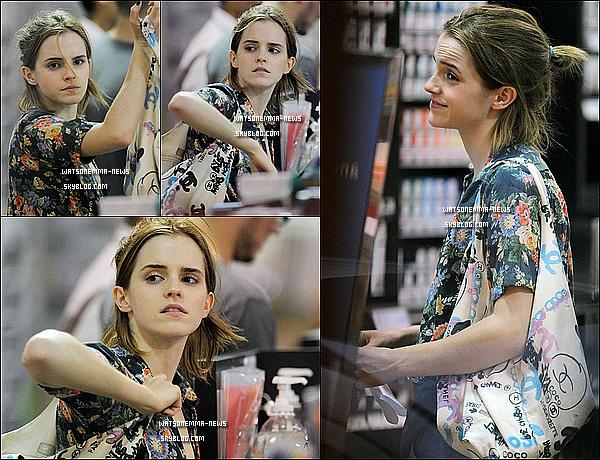 . 26 juillet 2012 : Emma, qui était portée disparue, à été vue faisant des courses dans New York City! Jolie, mais.. Qu'est ce qu'elle a maigri! Elle a du faire un régime pour 'The Bling Ring' ! Espérons qu'elle reprenne un peu de poids! .