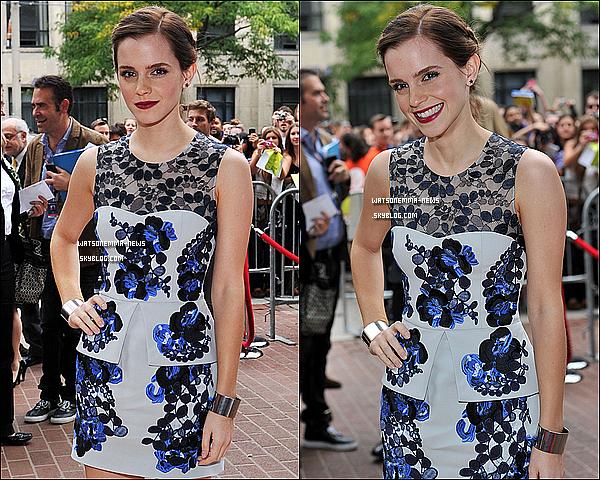 . 8/09 : Emma était à la Première de 'Perks of Being a Wallflower' au Toronto Film Festival! C'est un Top! J'adore sa robe, je trouve que c'est joli dans l'ensemble! Et puis j'adore sa coiffure, elle aime bien la faire en ce moment!  De plus, apparemment 'Perks' aurait reçu de très bonne critiques de la part des spectateurs du Festival! .