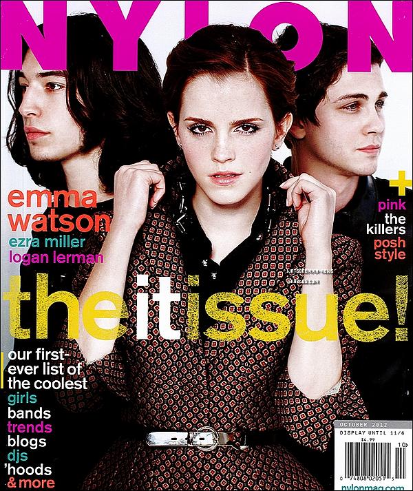 . Découvrez Emma, Ezra et Logan faisant la couverture du mois d'octobre du Nylon Magazine! OMG j'adore cette photo! Ce qui est marrant c'est qu'Emma n'est pas l'actrice principale, mais la principale du magazine ahah! .