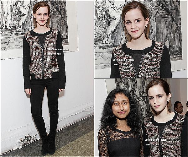 . 25 octobre : Emma Watson, seule, a assisté à un évènement de charité, à New York! Top ou Flop? Sa tenue est très simple, mais jolie. En tout cas je la trouve vraiment maigre, ses jambes sont vraiment minces quoi! .