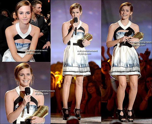 """.  En ce jour, le 15 avril, Emma Watson fête son 23eme anniversaire! Elle était, d'ailleurs, présente aux MTV Movie Awards, ou elle a reçu l'award d'honneur! Elle est magnifique, et toute émue lors de son discours. Voici les photos et la vidéo de son discours. .   """"Je repense à tout le travail que j'ai fais au cours de mes 14 dernières années et beaucoup de choses me viennent à l'esprit, notamment à quel point mes cheveux étaient dans les premiers Harry Potter! Vous m'avez soutenu dans tous mes projets et vous m'avez permis d'être l'actrice et la personne que je rêvais de devenir, donc merci beaucoup. Devenir vous-même est vraiment difficile et déroutant et c'est un processus... Si vous mettez vraiment du c½ur à ce que vous faites, même si ça vous rend vulnérable, des choses étonnantes peuvent et vont se produire.""""     ."""