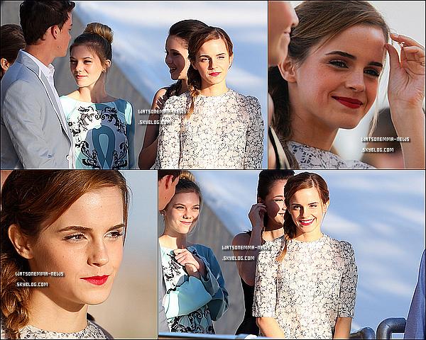 . 16 mai : Emma Watson à la première mondiale du Festival de Cannes pour The Bling Ring! Elle était parfaite.. Sa robe reste simple, mais j'aime énormément, ainsi que son maquillage et sa coiffure. Elle est ravissante. .