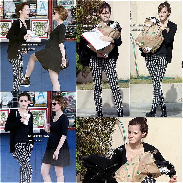 . 25 novembre : Em' à l'aéroport de LAX! Elle est de retour à Los Angeles après un mois à Londres! + Voici la BANDE ANNONCE français du prochain film d'Emma Watson, Noah! Il va être génial, je le sens bien! Vidéo.  .
