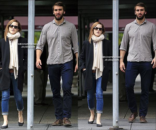 .  22 mai : Em arrivant à New York afin d'assister à sa remise de diplôme + Se promenant avec Matthew. La belle était tout ce temps au téléphone. Elle est mignonne, se promenant avec son petit ami. Quel beau couple !  .