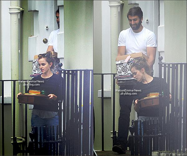 . 02 septembre 2014 : Emma Watson et son petit ami Matthew Janney ont été vu dans Londres !  Ça fait plaisir de les voir ensemble ! Emma avait l'air de rire avec lui, c'est plutôt sympathique à voir !  .