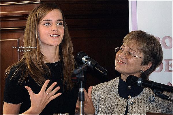 """. 17 septembre : Comme prévu, Emma a fait une intervention au Sénat de Montevideo pour la parité des sexes ! Près de 1200 personnes se sont regroupées devant le bâtiment pour sa venue ! . Voici ce qu'elle dit dans une interview (dernière vidéo) : """"De voir cette solidarité et cette participation est ce pourquoi je suis ici. C'est pourquoi je suis venue en Uruguay et c'est pourquoi je veux travailler avec les femmes Uruguayenne, et je suis reconnaissante d'être sur cette estrade pour éclairer les personnes sur ce qu'ils veulent savoir."""" ."""