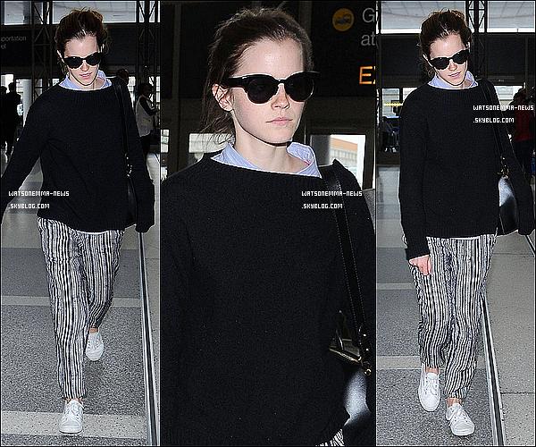 . 25 avril : Emma a été vue arrivant à l'aéroport LAX de Los Angeles pour cette fois quitter la ville ! Emma n'a passé que quelques jours en Californie, apparemment pour le mariage d'un des fils de sa belle mère à Newport Beach !  .